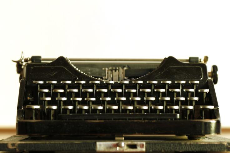 typewriter-472845_1920